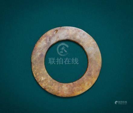 白玉灰皮紅沁環(商)