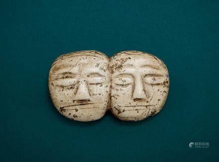 雙人面帶網格紋玉佩(文化期)