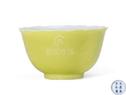 檸檬黃釉花口杯(清雍正)
