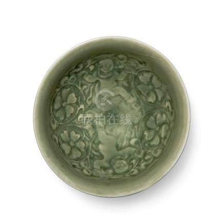 耀州窯青釉印花雙嬰戲梅紋碗(北宋至金)