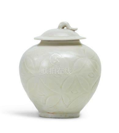 定窯白釉刻劃花小蓋罐(金至元)