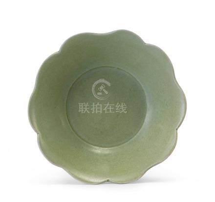 越窯青釉花口盤(五代)