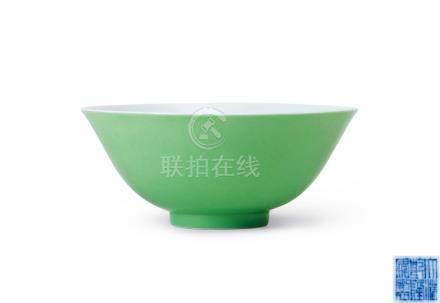 淡綠釉小碗(清乾隆)