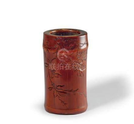 竹雕花卉纹笔筒