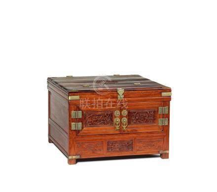 黄花梨镜箱