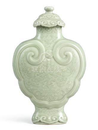 清乾隆   粉青釉萬年吉慶如意蓋瓶《大清乾隆年製》款