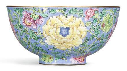清康熙   御製北京銅胎畫琺瑯天藍地纏枝花卉紋盌《康熙御製》款