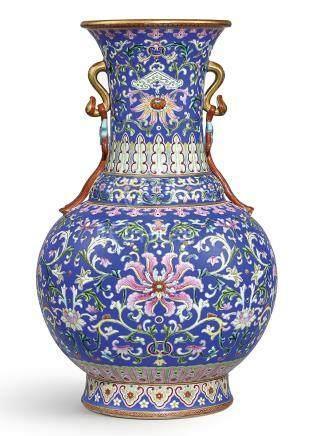 清乾隆   洋彩藍地番蓮紋如意耳瓶《大清乾隆年製》礬紅款