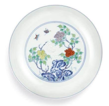 清雍正   鬪彩牡丹彩蝶圖盤《大清雍正年製》款