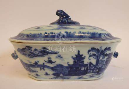 An early 19thC Chinese porcelain sauce tureen and cover,