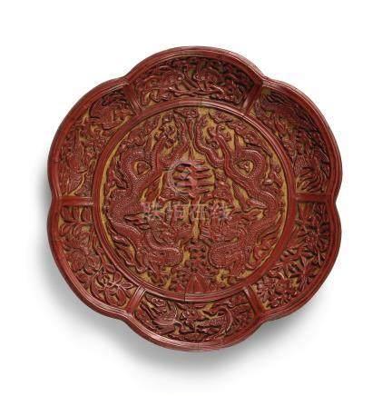 明嘉靖   剔紅雙龍拱壽葵式盤《大明嘉靖年製》直款