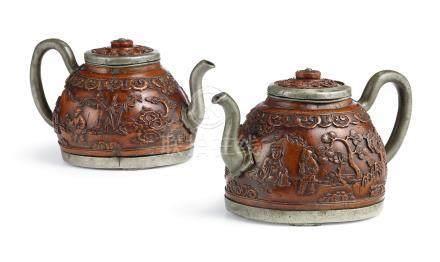 十七世紀   鑲錫椰殼雕松下清酌圖茶壺一對