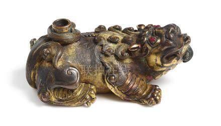 明宣德   鎏金銅嵌寶臥獸水滴《宣德年製》款