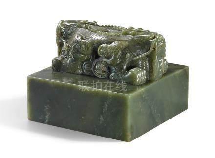 清乾隆   御製和闐青玉交龍鈕璽印文:西苑勤政殿寶