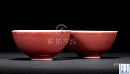 """清雍正 年紅釉小杯 一對 """"大清雍正年製""""款  來源:英國社論大學舊藏"""