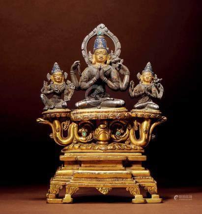 十三世紀 尼泊爾 銀合金嵌寶石四臂觀音三尊像 配銅鎏金座