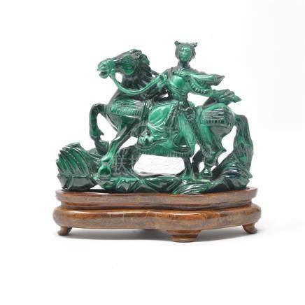 Groupe en malachite sculpté représentant une déesse à cheval. Chine XXe siècle Hauteur 10 cm