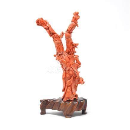 Groupe en corail rouge sculpté figurant deux femmes. Chine XXe siècle Hauteur sans socle: 24