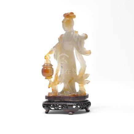 Sujet en agate sculpté représentant une jeune femme au lampion. Chine XIXe siècle hauteur 17