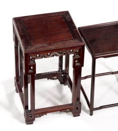 Ensemble de deux sellettes ou présentoirs en bois de rose