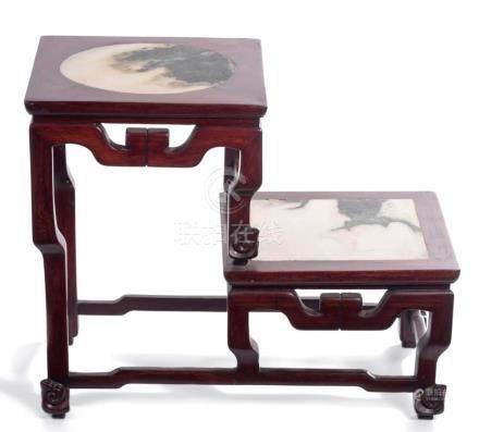 Petit socle carré à 2 niveaux en bois de rose, Chine, époque