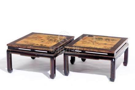 Paire de tables basses carrées à plateau en laque de Chine