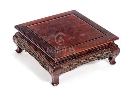 Socle chinois ou table à thé en bois de rose, pieds cambrés