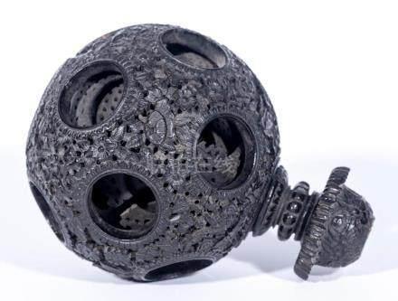 Boule de Canton en bois sculpté