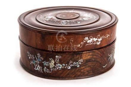 Boîte en bois à décor en nacre