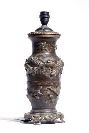 Vase en bronze du Japon à décor d'oiseaux et d'animaux, époq