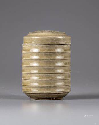 A Chinese celadon-glazed jar and cover