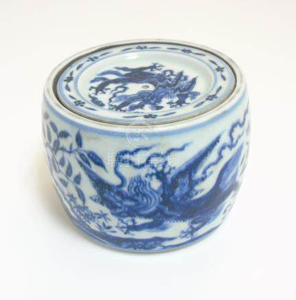 A Chinese blue and white cricket jar and cover decorated in underglaze blue depicting 4 clawed