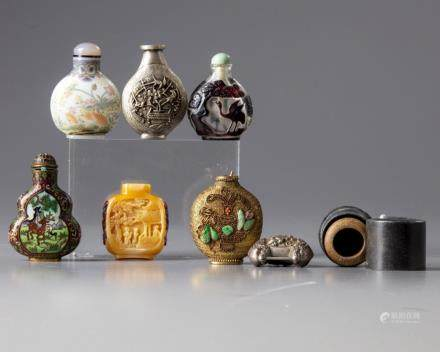Seven Chinese snuff bottles and accesories