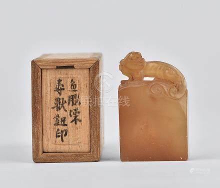 清 壽山石 魚腦凍 瑞獸鈕印章
