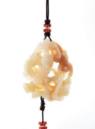 清 壽山石鏤雕螭虎香囊