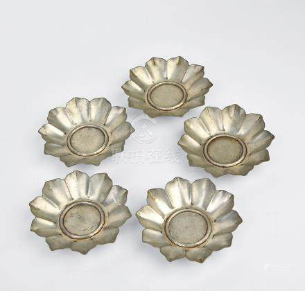 錫刻蓮花瓣形茶托五件
