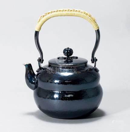 「秀夆堂造」款 葫蘆型純銀提梁壺