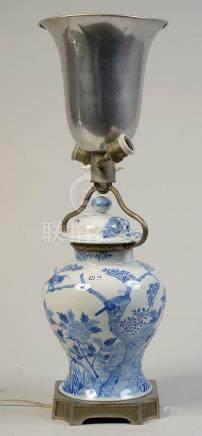 Vase potiche en porcelaine bleue et blanche de Chine décoré