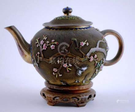 Tetera china en plata con detalle vermeille; decoración en r