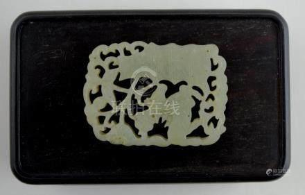 """Placa o colgante en jade tallado y calado """"caballo, torre y"""