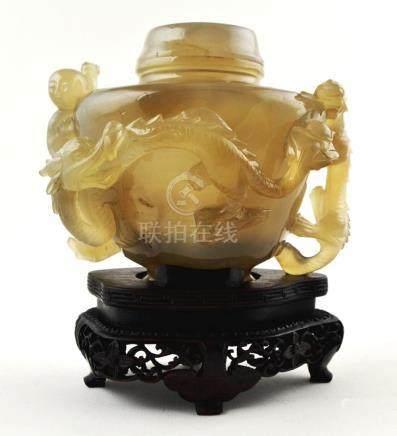 """Potiche chino en jade; esculturado """"niño, dragones y aves"""";"""
