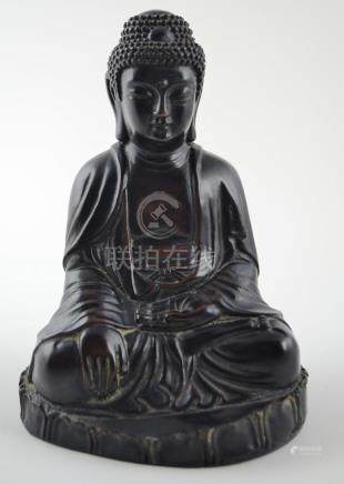 "Escultura china en madera tallada ""Buda"". Medidas: alto 16 c"