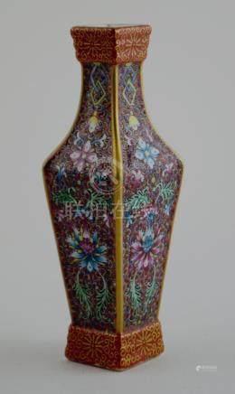 Pequeño florero cuadrado chino en porcelana; familia rosa; d