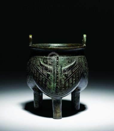 商晚期  青銅獸面紋三足鬲式鼎