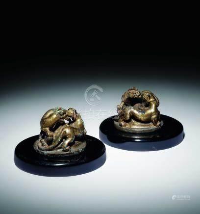漢  銅鎏金豹型紙鎮二件