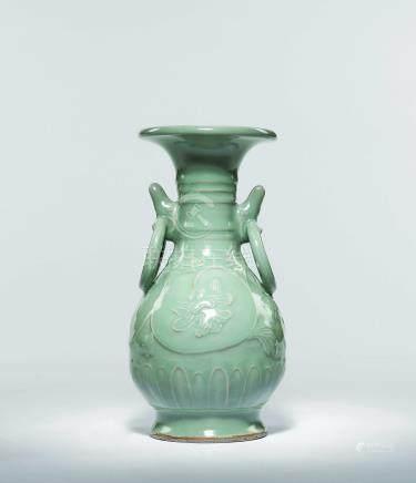 元  青瓷浮雕花卉雙環耳瓶