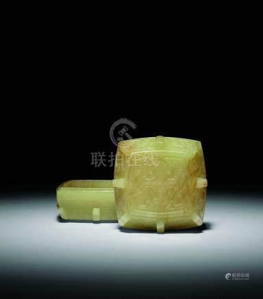 清乾隆  黃玉出戟方盒