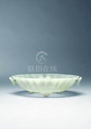 白玉花口盤