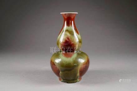 Vase en double Gourde. Porcelaine de Chine à glaçure flambée rouge sang de boeuf et céladon.