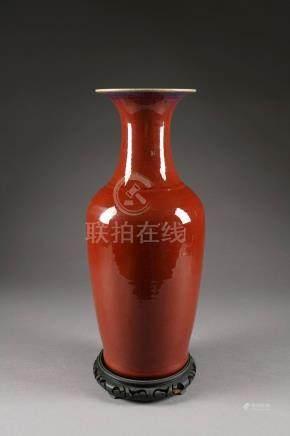Grand Vase balustre. Porcelaine de Chine monochrome à glaçure sang de boeuf. Qing Dynasty. X